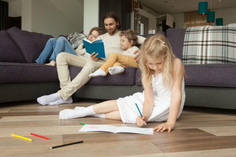 Folia do izolacji podłogi zapobiega stratom ciepła